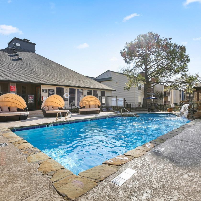 TwentyOne15 Apartments pool